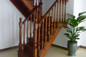 错层实木楼梯扶手效果图赏析