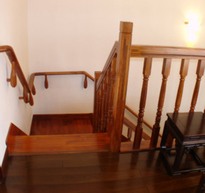 7字形楼梯靠墙图片