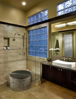 全玻璃墙卫生间效果图