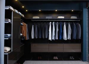 现代都市风衣帽间黑色衣柜效果图