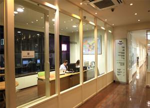 客户接待室玻璃门效果图