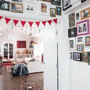 现代风格客厅照片墙效果图