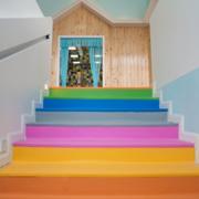 幼儿园多彩楼梯装修效果图赏析