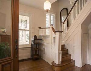 通往大阁楼阁楼的楼梯效果图