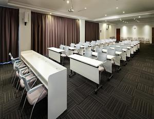 现代简约风会议室装修图例