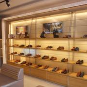 现代简约风格鞋店装修设计效果图