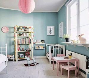 现代简约的儿童房近年来深受大众喜爱,这样的设计能够使空间更开阔,配上浅绿色的墙面给人清爽感,也能放松身心,添置家具的时候较为简单。