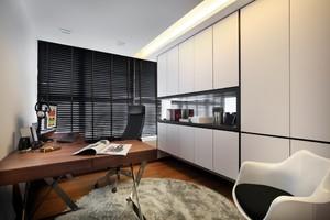 一间小小的房间有书桌、壁橱就可以了,简单的白色与实木色就是很时尚的搭配了。在这里学习也是很令人向往的。