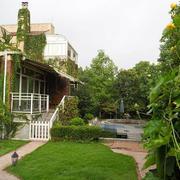 独栋别墅花园实景图