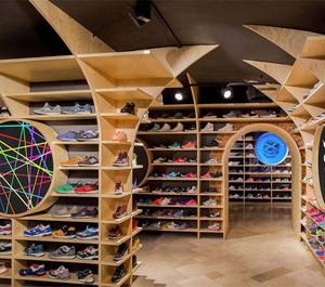 60平米鞋店展示柜装修效果图