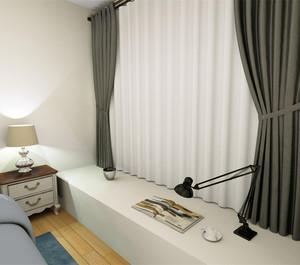 简约风格的室内设计,搭配黑白色窗帘,采用最简单的式样,将卧室搭配的十分干净整洁,长方形的飘窗可以用来阅读,充分利用了空间。