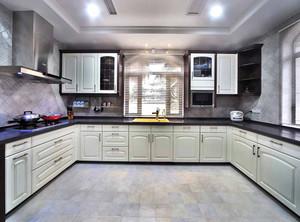 U型厨房装修设计效果图