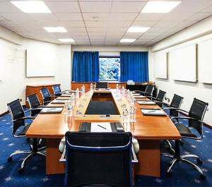现代写字楼会议室装修效果图