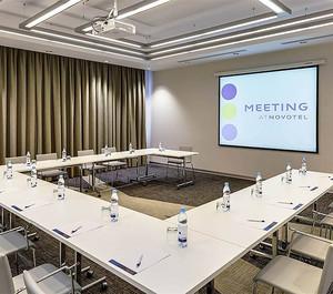 60平现代简约写字楼会议室装修效果图