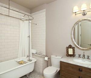 现代风格卫生间浴缸装修效果图