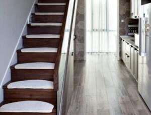 现代风格三居楼梯装修效果图