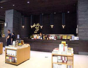 书店吧台装修效果图