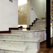 美式风格别墅特色楼梯装修效果图