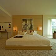 现代卧室背景墙装修图片