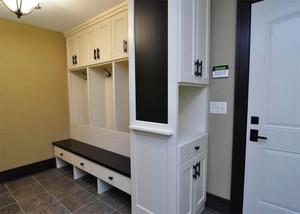 现代三居室鞋柜装修案列欣赏