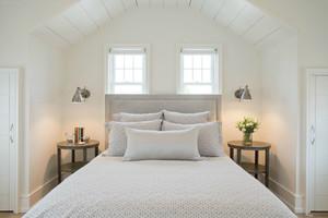 现代风格阁楼卧室装修效果图