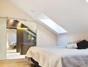 现代时尚风斜顶阁楼卧室装修效果图