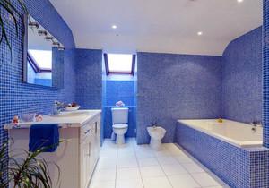 卫生间蓝色仿古瓷砖装修效果图