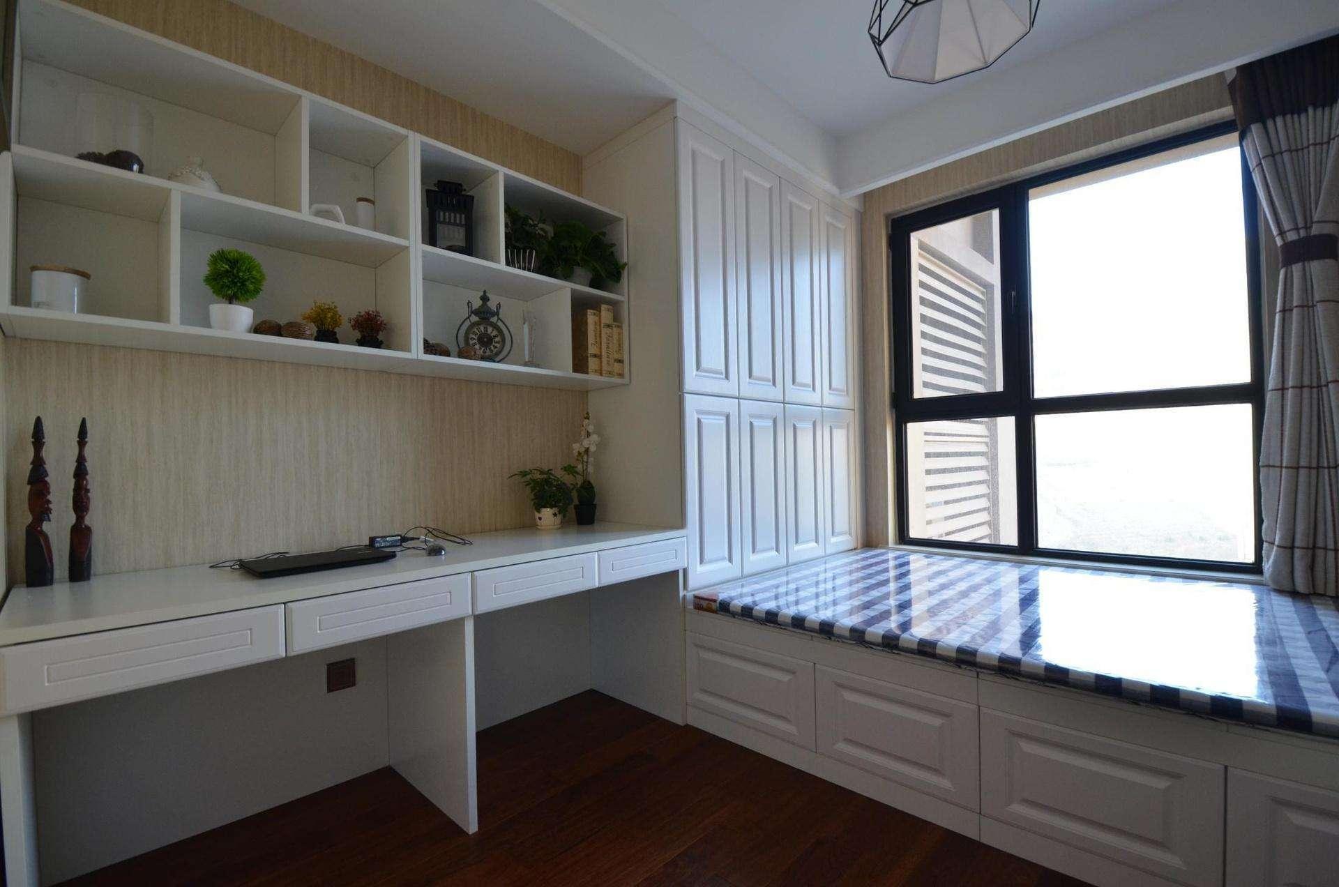 两阳台客厅餐厅厨房一体装修效果图