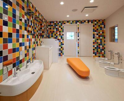 幼儿园的卫生间装修效果图,幼儿园卫生间小马桶装修效果图
