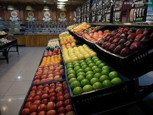 自然轻快朴实水果店整体装修效果图