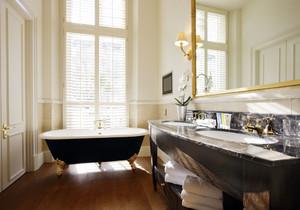 長方形帶大窗的衛生間怎么設計圖