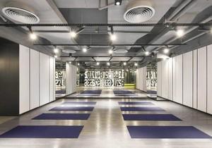 600平米时尚风健身房吊顶装修效果图