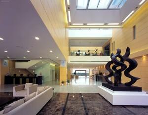300平现代艺术风格办公楼大厅装修效果图