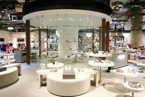 北欧风格白色柜台百货商场装修效果图