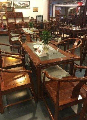 高档红木餐桌家具店装修效果图