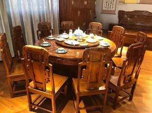 圆形红木餐桌家具店装修效果图