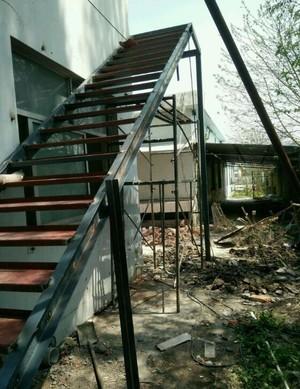 小型工厂钢架楼梯装修效果图