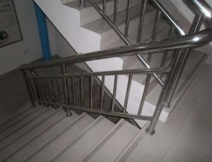 工厂办公楼钢架楼梯装修效果图
