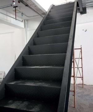 工厂前期搭建钢架楼梯装修效果图