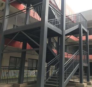 大型工厂转弯式钢架楼梯装修效果图
