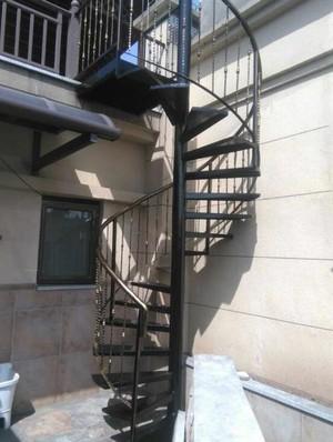 工厂螺旋式钢架楼梯装修效果图