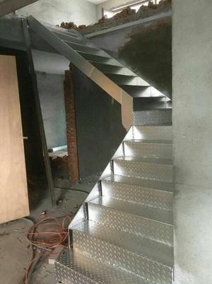 施工楼钢架楼梯装修效果图
