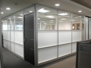 400平米办公室现代风格塑钢隔断装修效果图