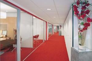 600平米办公室现代风格透明隔断装修效果图