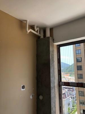 落水管在客厅装修图