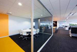 245平米公司办公室玄关隔断装修效果图