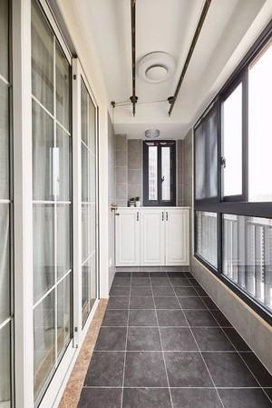 70平米现代黑白灰客厅阳台地板砖装修效果图