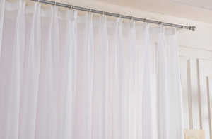 120平米封闭式阳台窗帘装修效果图