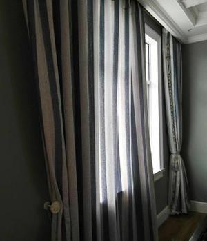 30平方房子封闭式阳台窗帘装修效果图