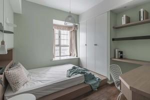 97平三居室清新简约风格10平小卧室榻榻米装修效果图